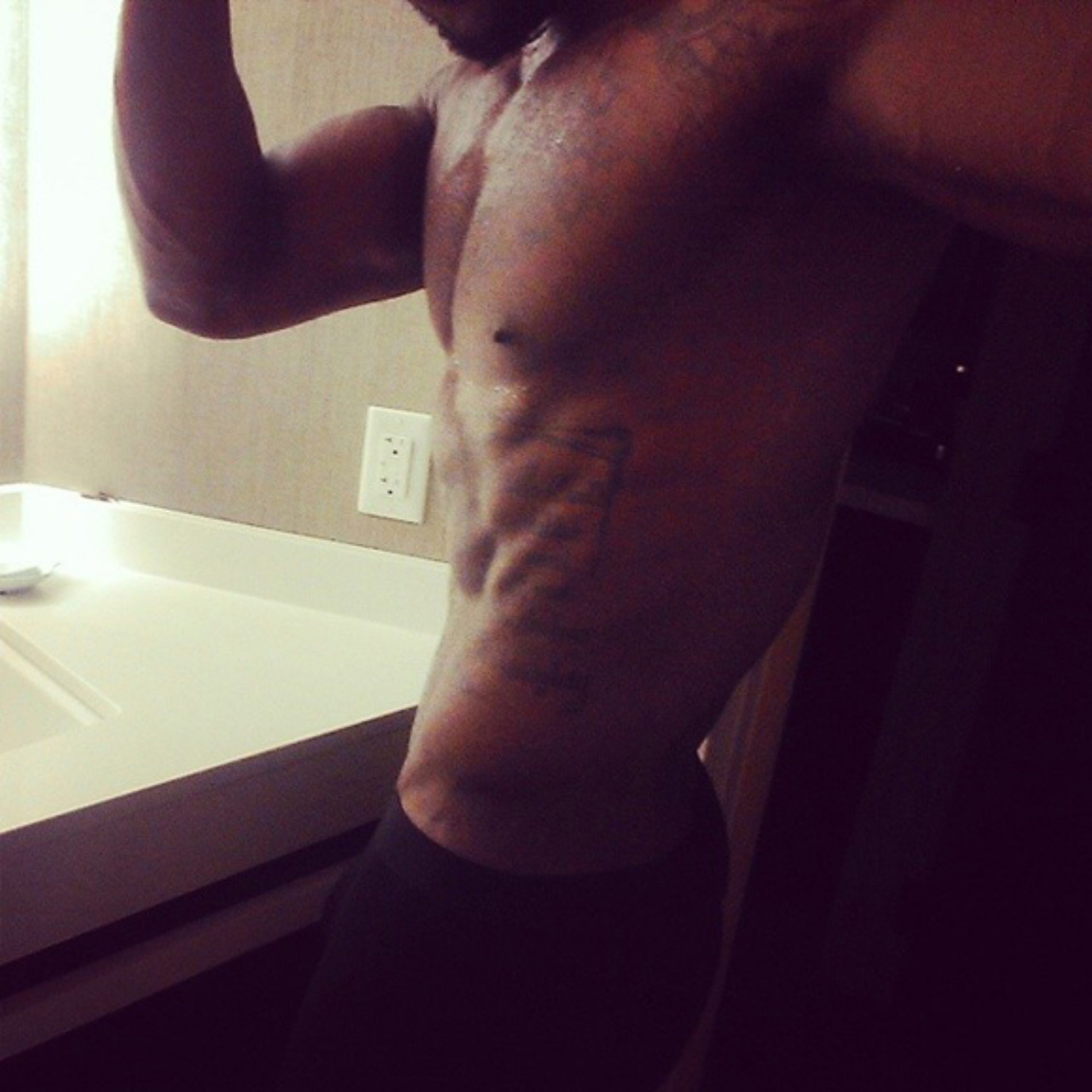 'Be Sexy And Be You' – Iyanya Says…With Steamy Photos