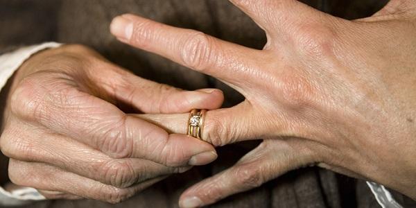 o-REMOVE-WEDDING-RING-facebook