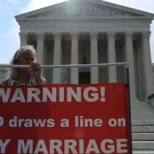 US Supreme Court rules in favour of gay marriage nationwide