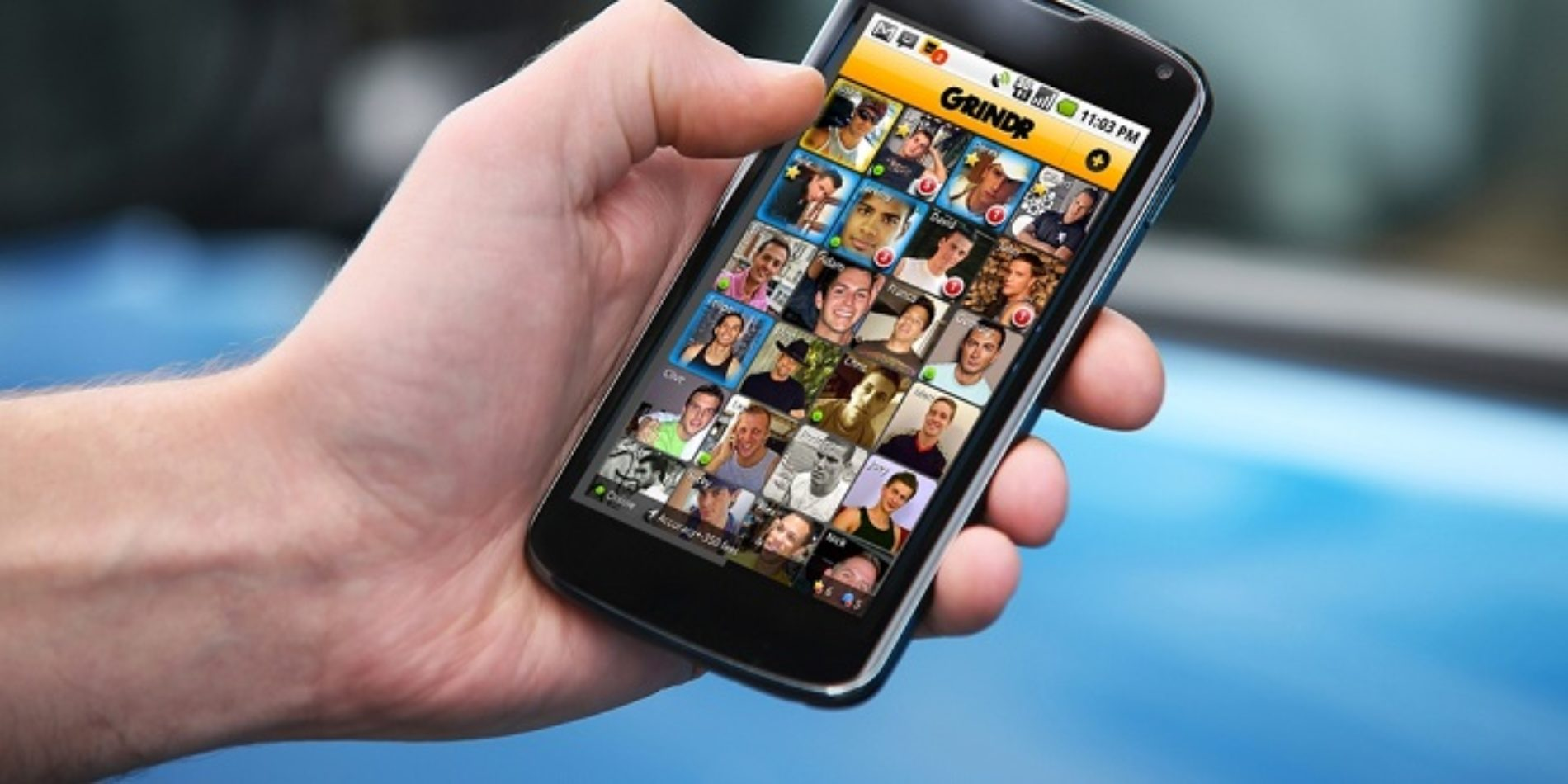 """Man Tries To Convince Girlfriend That """"All Guys"""" Have Grindr On Their Phones"""