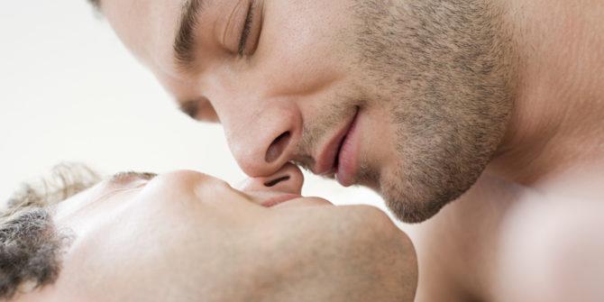 o-GAY-MEN-KISSING-facebook-670x335