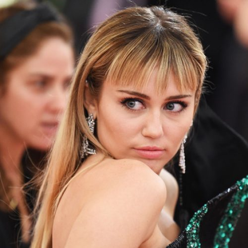 Miley Cyrus implies that being gay is a choice, suffers backlash from Twitter