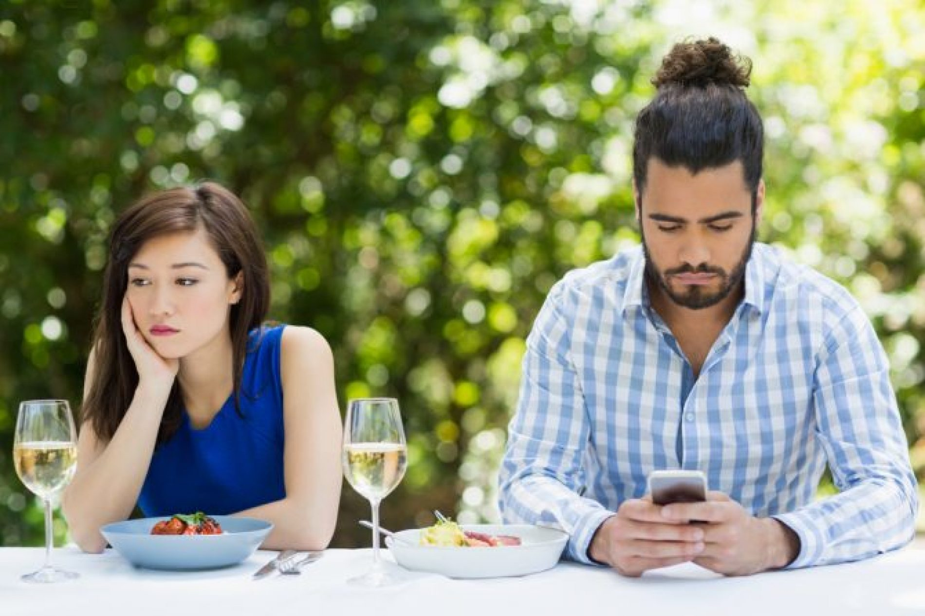 Woman finds herself on a date that was going well… Until he started cruising for sex on Grindr