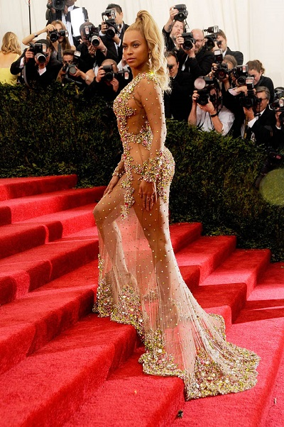 """NEW YORK, NY - MAY 04: Beyonce arrives at """"China: Through The Looking Glass"""" Costume Institute Benefit Gala at the Metropolitan Museum of Art on May 4, 2015 in New York City. (Photo by Rabbani and Solimene Photography/Getty Images)"""