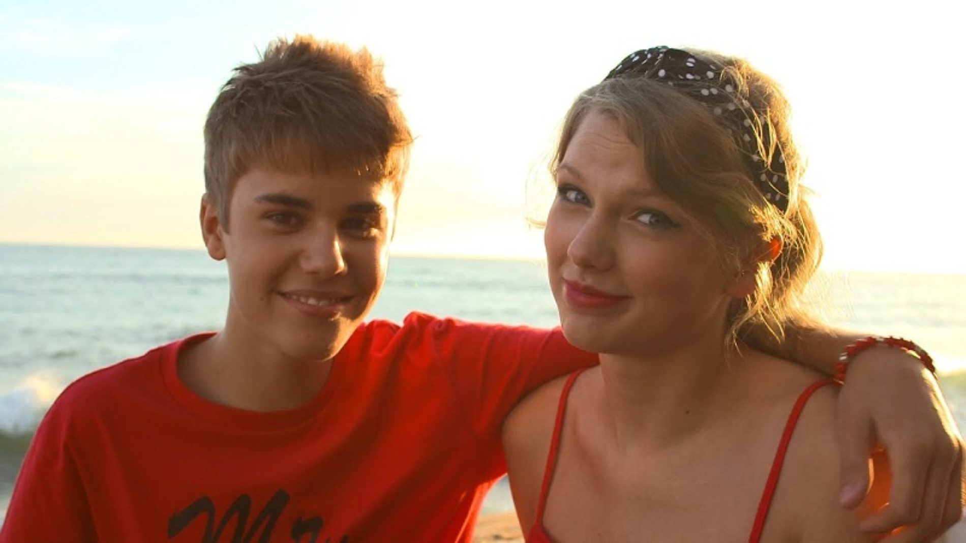 Photo: When Taylor Swift And Justin Bieber Became A Lesbian Couple