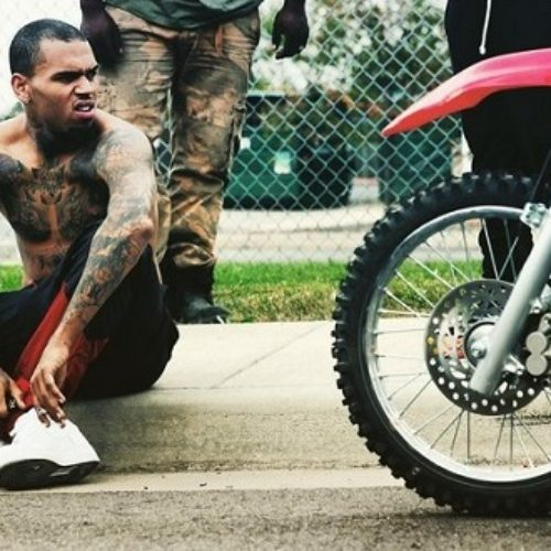 """It's bullshit to say I'm homophobic, I love my gay friends!"" says Chris Brown"