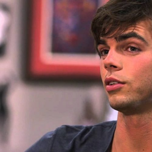'Modern Family' Actor Reid Ewing Comes Out On Twitter, Reveals Long Struggle With Body Dysmorphia