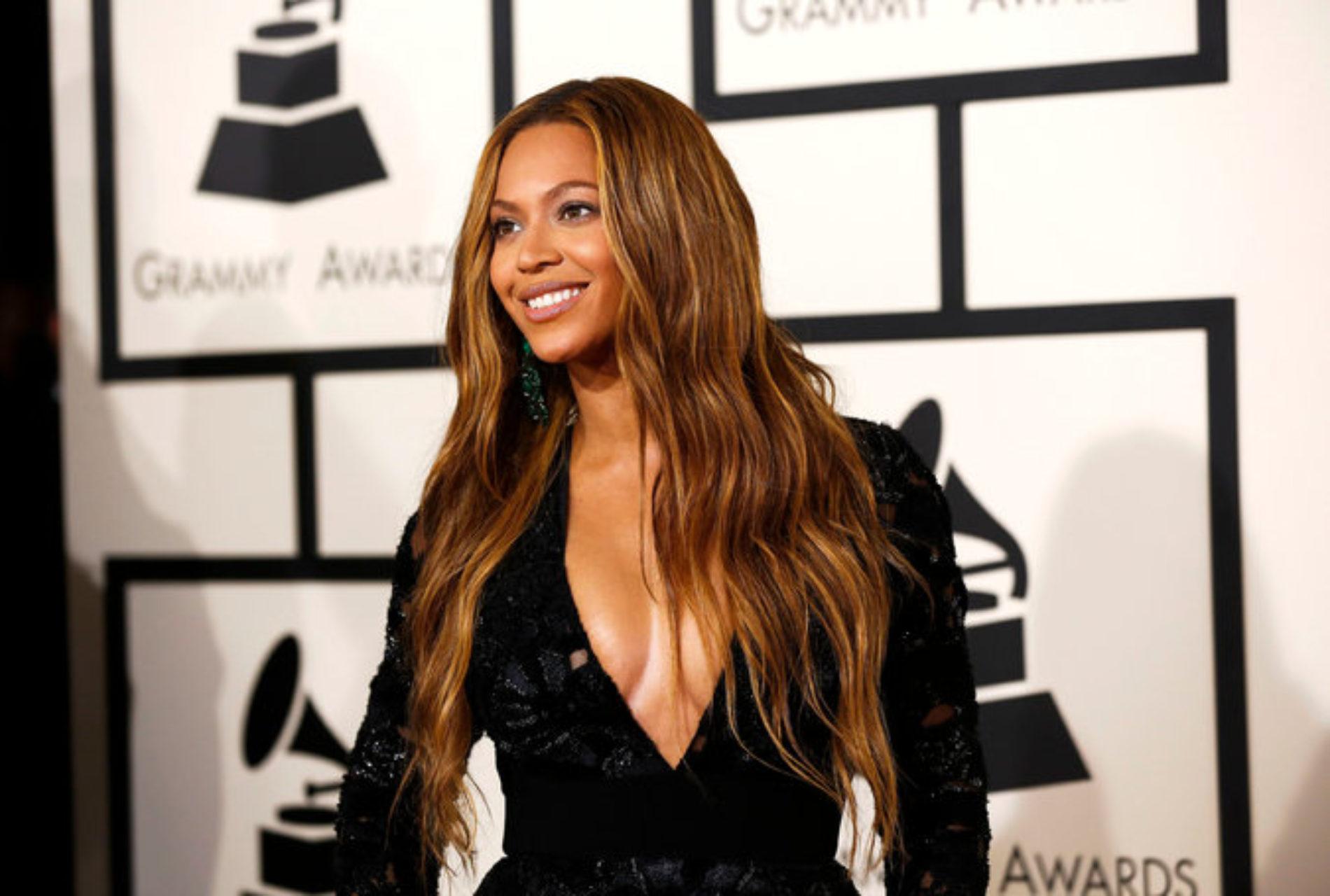 Beyoncé Announces That She is Pregnant