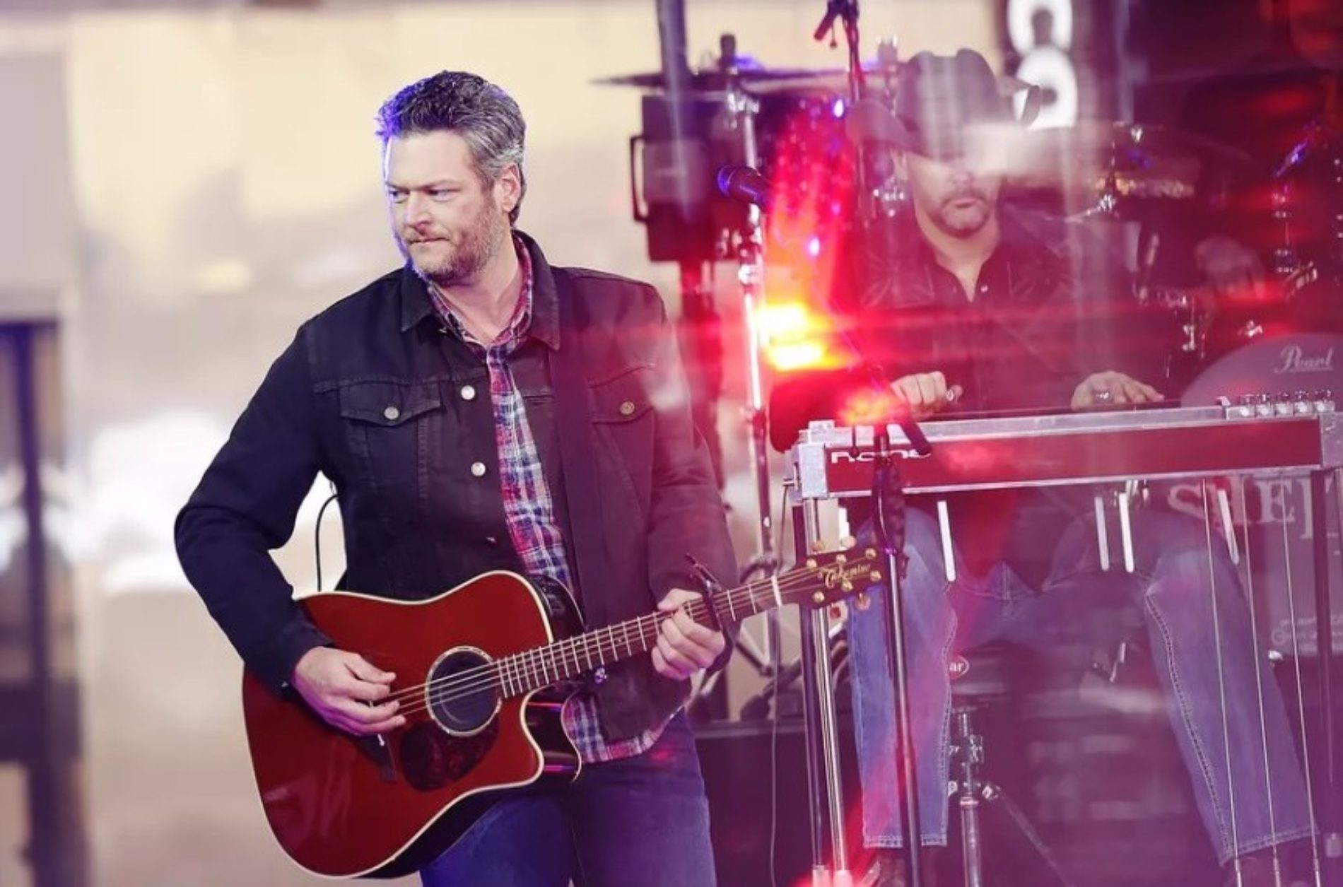 """Blake Shelton is People magazine's """"Sexiest Man Alive"""" of 2017. And the internet isn't having it."""