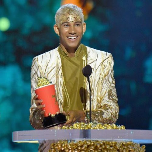Keiynan Lonsdale gives perfect clapback to troll who told him to stop wearing dresses