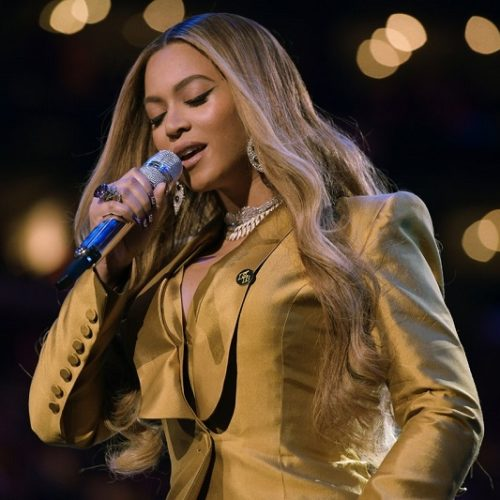 Twitter Reacts To Beyoncé's Flawless Hair And Makeup During Her Surprise Disney Performance