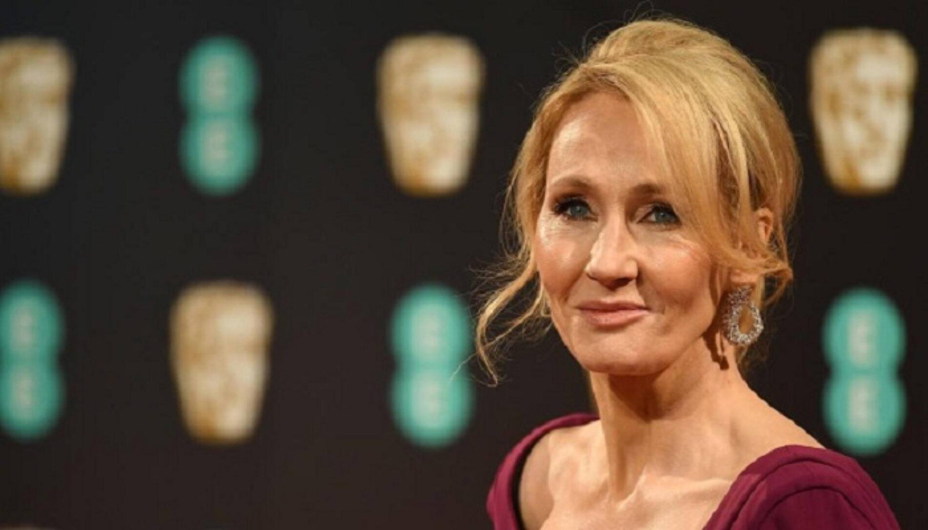 """JK Rowling Returns Human Rights Award To Group That Condemned Her For Her """"Anti-Trans"""" Comments"""